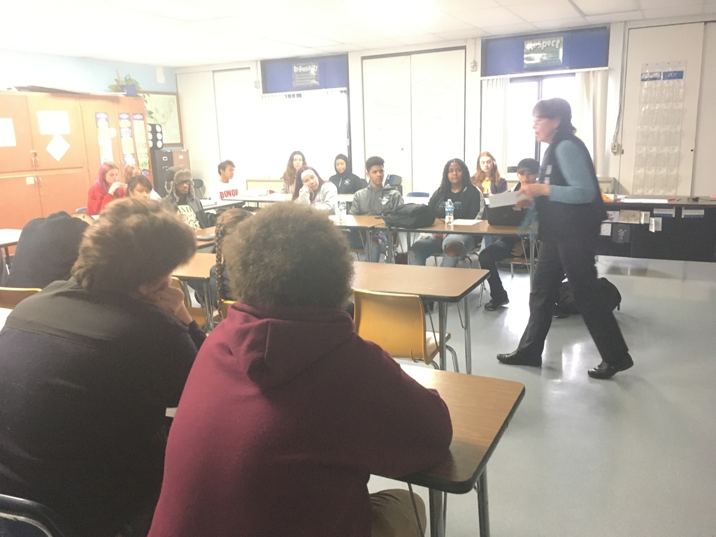 Sandy McHugh talking to Mr. Lydy's Government class about registering.